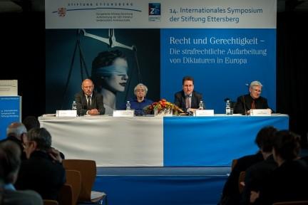 14. Internationales Symposium: Thomas Bardenhagen, Prof. Dr. Dr. h. c. mult. Jutta Limbach, PD Dr. Jörg Ganzenmüller und Dr. Joachim Riedel (v.l.n.r.) (Foto: Holger John)